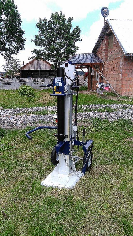Łuparka do drewna Holzkraft HSE 18-1100 zamontowana w 33-151 Nowa Jastrzębska